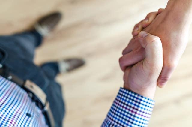 handshake landlord and tenant